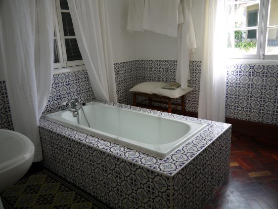 Arco da Calheta, Portugal: Ein Hit ist das Badezimmer
