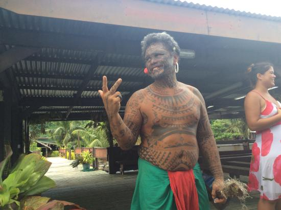 Motu Pearl Farm: Multi-lingual, urbane, talented performer