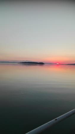 Hotel Cavalieri: tramonto sul lago Trasimeno a Passignano