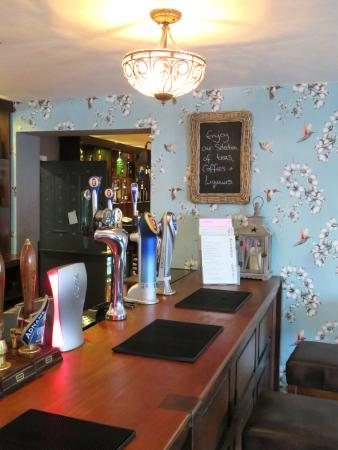 The Chic Bar of The Exhibition - Godmanchester (25/Apr/16).