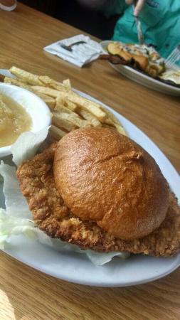 Grumpy's Cafe: Porkchop sandwich