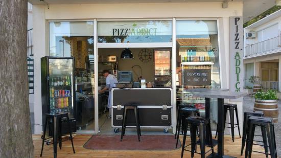 Pizz'Addict La Franqui: Pizz'addict se trouve au centre de la Franqui sur l'avenue principale. Ouvert jusque tard le soi