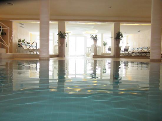 Hotel Austria Bellevue: View of pool