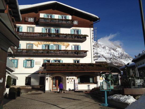 Frente do hotel ancora picture of hotel ancora cortina for Ancora hotel
