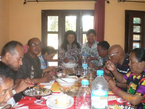 Villa ny telomiova b b antananarivo madagascar voir for Diner avec des amis
