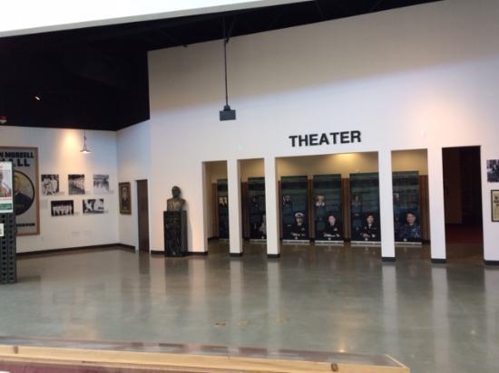 Port Hueneme, Kalifornia: Seabee Theatre inside Museum