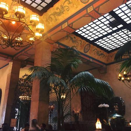 Hotel Figueroa: Entrance :)