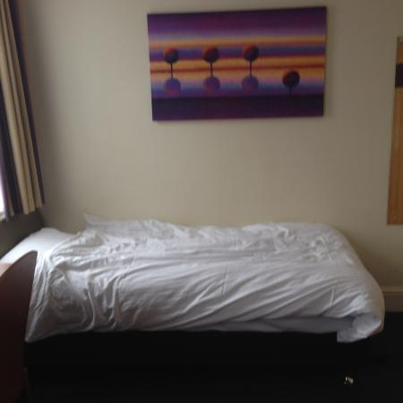 Premier Inn Manchester Altrincham Hotel: Large size sofa bed