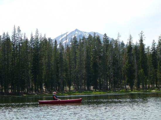 Shingletown, แคลิฟอร์เนีย: Summit lake with Mt Lassen in the background
