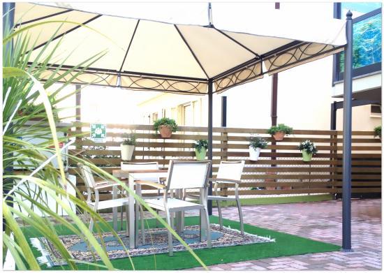 Hotel Lux Bed & Breakfast: Giardino