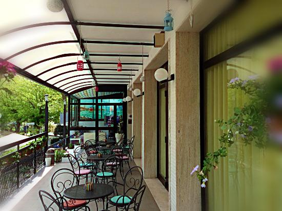 Hotel Lux Bed & Breakfast: terrazzo relax