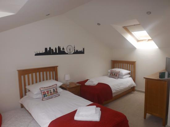 Dulcote, UK: One of two twin rooms upstairs