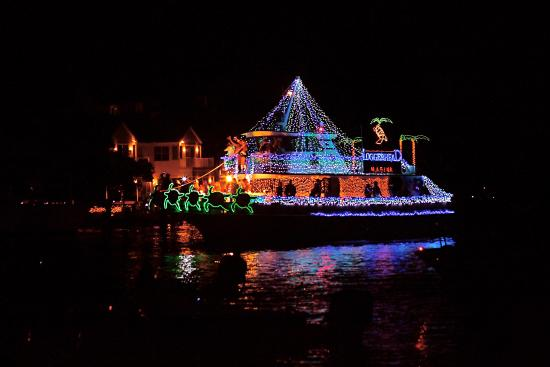 Jupiter, Floride : the annual Christmas Boat Parade in early December, seen from Sawfish Bay Park
