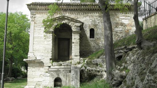 Campello sul Clitunno, Italia: L'accesso dal lato