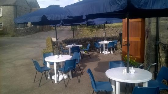 Wetton, UK: Outside seating