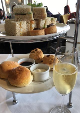 Medlow Bath, Australia: High Tea with some of the best views in the Blue Mountains. This is my 3rd trip for the Winterga