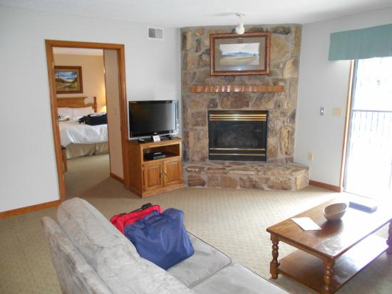 Tree Tops Resort: Living Room