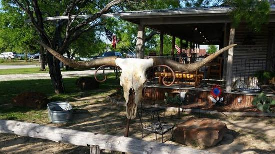 Red Rock, TX : view of outside dining on the porch