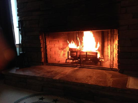 Long Mountain Lodge: Romantic fire