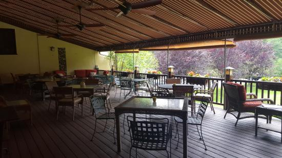Hawley, Pensilvania: Outdoor dining available.