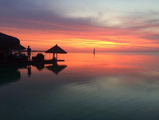 Bazaruto Island, Mosambik: Sunset from the main pool and sunset cruise