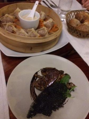 Haapiti, Fransk Polynesien: Dumplings and foie appetizer