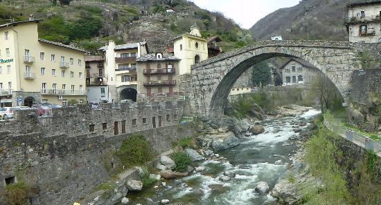 Pont-Saint-Martin, Itália: The bridge