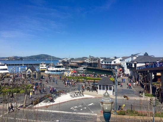 Holiday Inn San Francisco Fishermans Wharf : A block away
