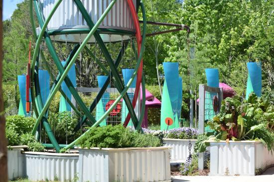 Mississippi Children's Museum: Outside garden area