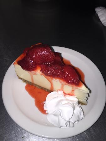 Flandreau, Dakota del Sud: Strawberry cheesecake dessert is amazing!