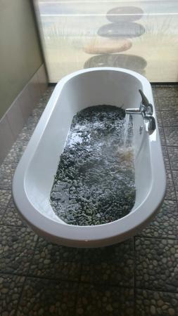 Connemara Seaweed Baths : IMG-1461583774693-V_large.jpg