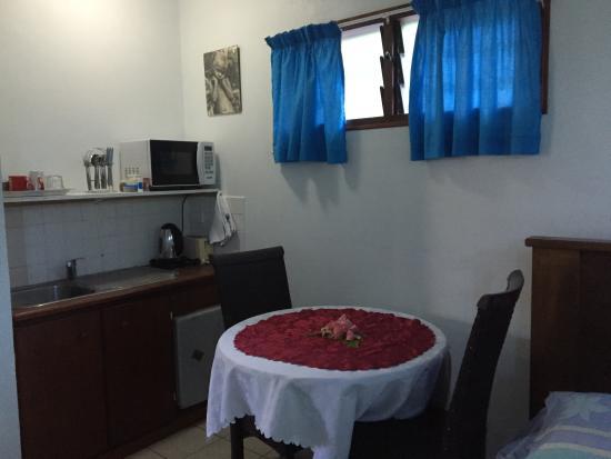 Traveller's Budget Motel: Dorm/Family Room - Kitchenette