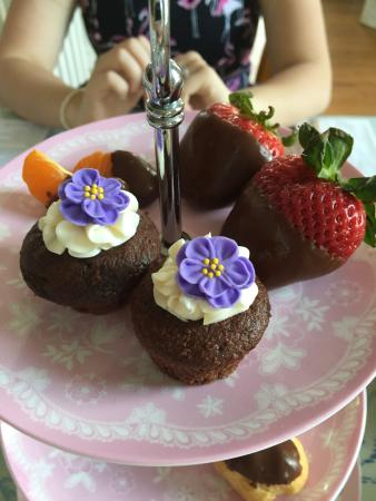 Ridgeway, Carolina Selatan: tea cakes and chocolate covered strawberries!