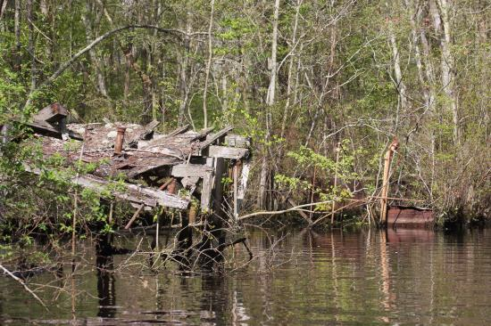 Snow Hill, MD: old shack from way back when ppl lived along the river