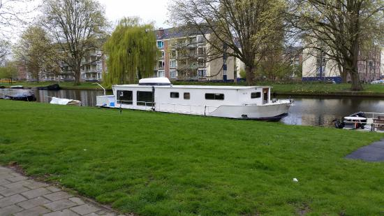 Dutch Canal Boat Hotel: View of the boat and the road opposite.