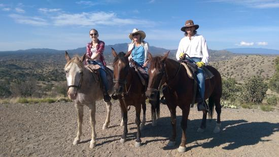Cerrillos, Нью-Мексико: On the top of the world where we could see the Land of Enchantment.