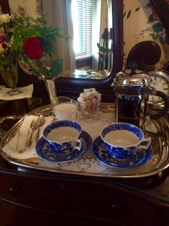 Garden Wall Inn: coffee service in your room before breakfast