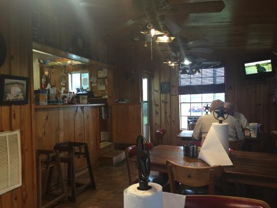 Matagorda, TX: Small inside but the food is good!
