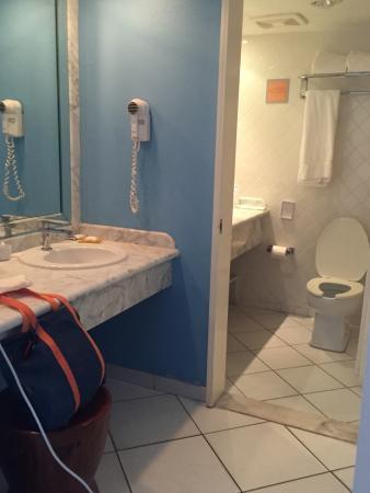 Port Saint Lucie, FL: nice baths and 2 sinks