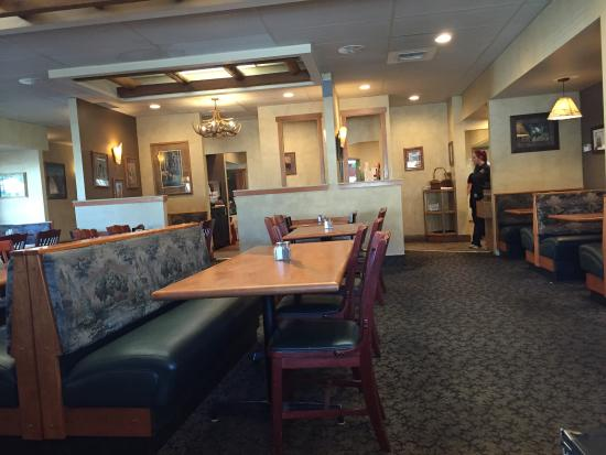 Cle Elum, WA: Pretty empty at 5 pm on Monday.