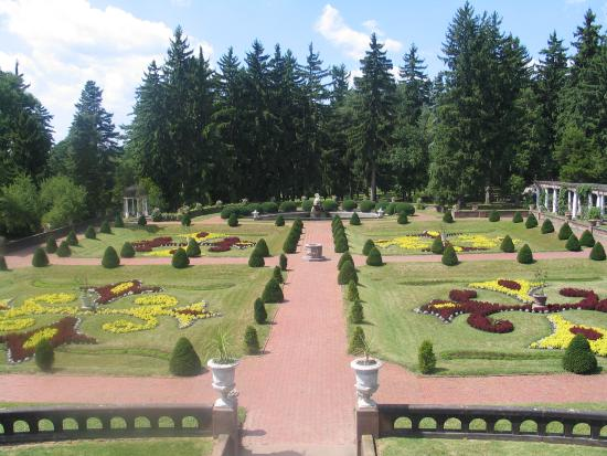 Sonnenberg Gardens & Mansion State Historic Park: A view of anothe garden from the mansion