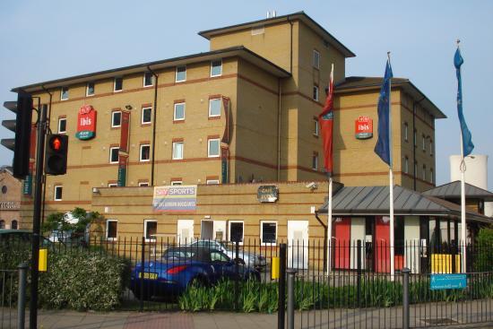 fachada do hotel picture of ibis london docklands canary wharf rh tripadvisor ca