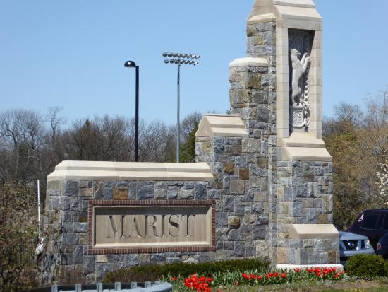 Marist College: Entrance to the college.