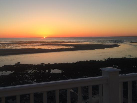 The Sparhawk Oceanfront Resort: Sunrise from our room.