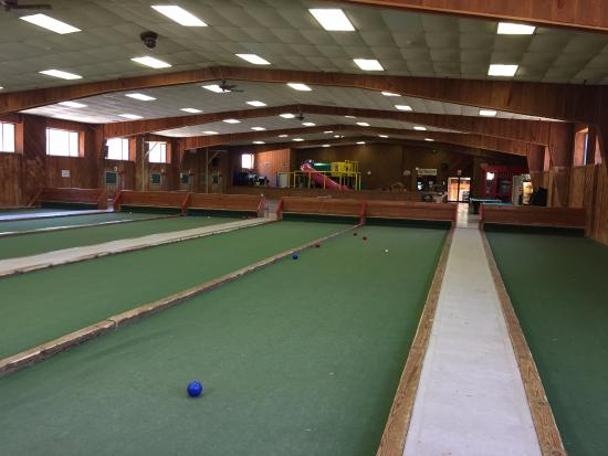 Callicoon, NY: Game room (indoor bocce).