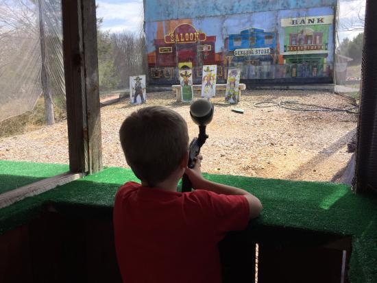 Callicoon, estado de Nueva York: Outdoor paint gun.