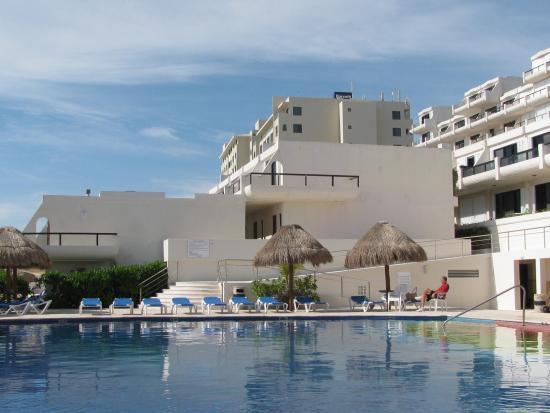 Kitchen picture of villas marlin cancun tripadvisor for Villas marlin cancun