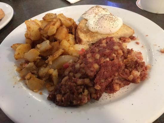 Cerritos, Kaliforniya: Cornbeef hash and poached eggs