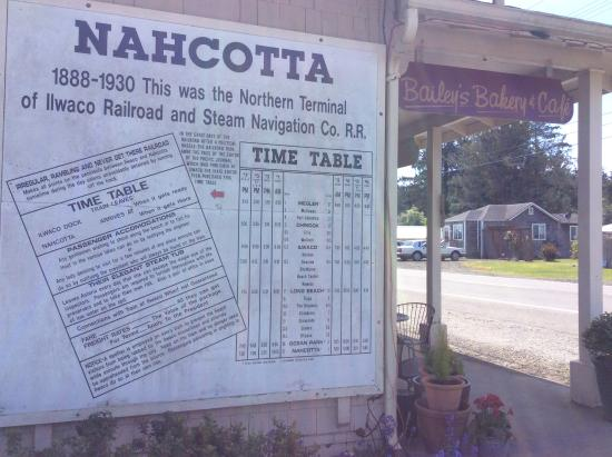Nahcotta, WA: Hey travelers, the last train has already pulled out!   But this Depot has a new life