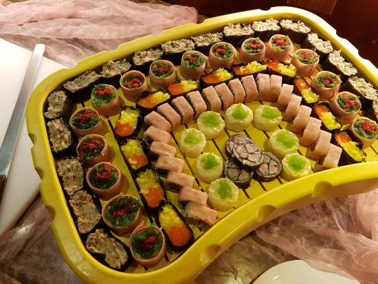 Clifford Hotel and Resort Center : the only thing fishy on this sushi platter is the canned tuna meat.